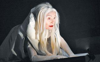Η Ρένη Πιττακή ως Γκούνχιλντ στην παράσταση «Γιον Γαβριήλ Μπόργκμαν» (1895), σε σκηνοθεσία Γιάννη Χουβαρδά.