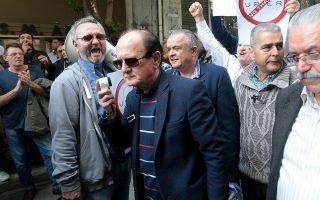 Ο πρόεδρος του ΣΑΤΑ Θύμιος Λυμπερόπουλος μιλά σε ταξιτζήδες , Τρίτη 6 Μαρτίου 2018. Σε προειδοποιητική στάση εργασίας από τις 8 το πρωί έως και τις 5 το απόγευμα προχωρούν σήμερα οι ταξιτζήδες στην Αττική αντιδρώντας σύμφωνα με ανακοίνωση του Συνδικάτου Αυτοκινητιστών Ταξί Αττικής (ΣΑΤΑ στην «παράνομη και αυθαίρετη εισβολή της Uber στις επιβατικές μεταφορές». ΑΠΕ-ΜΠΕ/ΑΠΕ-ΜΠΕ/Παντελής Σαίτας