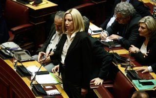 Στο εσωκομματικό σκηνικό, οι «αντιπολιτευόμενες» πλευρές έχουν δώσει πίστωση χρόνου στην κ. Γεννηματά ώστε να προχωρήσει το σχέδιό της για την αναδιοργάνωση του Κινήματος Αλλαγής.