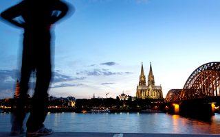 Η Hohenzollern είναι μία από τις γέφυρες που συνδέει τις δύο όχθες  του ποταμού Ρήνου. © Heiko Meyer/laif
