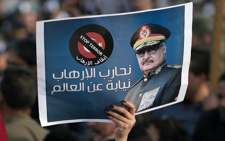 Συνάντηση Χαφτάρ με τον Ρώσο υπουργό Αμυνας: Μόνη επιλογή η πολιτική διευθέτηση στη Λιβύη