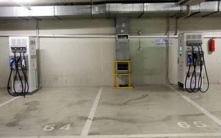 H Βουλή στον υπόγειο χώρο στάθμευσης ήδη έχει προβλέψει και δρομολογήσει την εγκατάσταση ειδικών σημείων «φόρτισης», γεγονός το οποίο σημαίνει πως κυρίως για τους βουλευτές της Αττικής, τέτοιου χαρακτήρα «τεχνικό πρόβλημα» δεν υφίσταται.