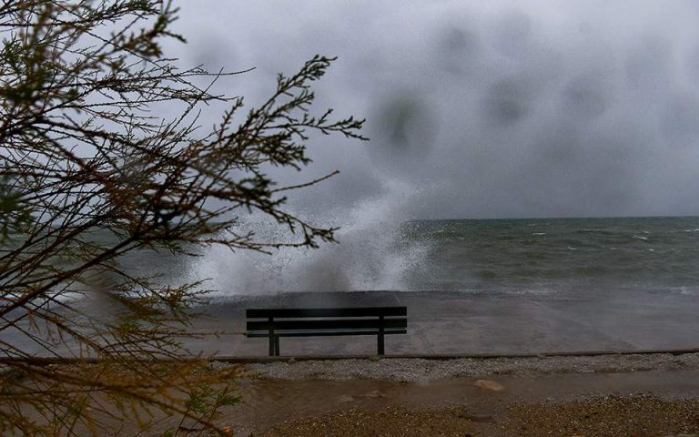 Βροχερό Σάββατο με καταιγίδες και ισχυρούς ανέμους