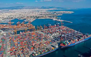 Μεγάλες επενδύσεις, όπως αυτή της COSCO στον Πειραιά, θα παίξουν καταλυτικό ρόλο στην εδραίωση της ανάκαμψης/Φωτ: SHUTTERSTOCK.