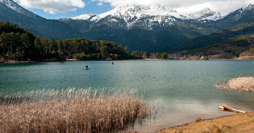 Ιδιαίτερη εμπειρία τα υδροποδήλατα στη λίμνη Δόξα. (Φωτογραφία: ΓΙΩΡΓΟΣ ΔΕΤΣΗΣ)