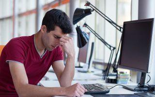 Yποκλοπή προσωπικών δεδομένων, κωδικών πρόσβασης, τραπεζικών στοιχείων. O καθένας μπορεί να πέσει θύμα των χάκερ στο Διαδίκτυο. SHUTTERSTOCK