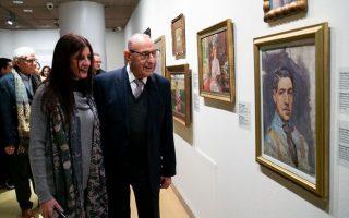 Ο Βασίλης Θεοχαράκης με την κόρη του Ντένη Θεοχαράκη στα εγκαίνια. PANOULIS