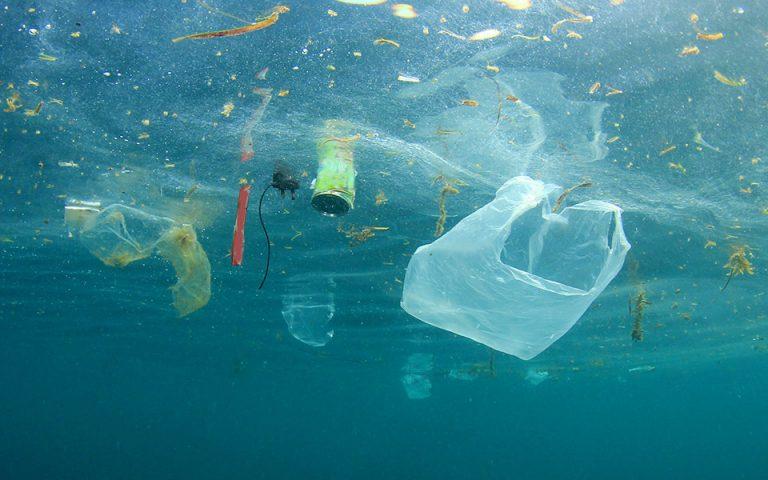Μόνη λύση η μείωση του πλαστικού
