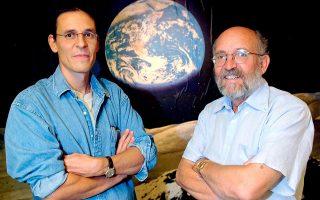 Τον περασμένο Δεκέμβριο το ήμισυ του βραβείου Νομπέλ Φυσικής του 2019 απονεμήθηκε στους ερευνητές Μισέλ Μαγιόρ (δεξιά) και Ντιντιέ Κελό (αριστερά), που ανακάλυψαν το 1995 τον πρώτο εξωηλιακό πλανήτη, ο οποίος περιφέρεται γύρω από ένα άστρο παρόμοιο με τον ήλιο μας.