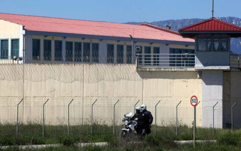 Έριξαν με drone κινητά τηλέφωνα στις φυλακές Τρικάλων