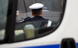 Άνδρες της Τροχαίας Αυτοκινητοδρόμων Κορίνθου πραγματοποιούν έλεγχο σε λεωφορεία των ΚΤΕΛ και στις δύο εισόδους,  στα Διόδια Ελευσίνας, την Πέμπτη 31 Οκτωβρίου 2019. ΑΠΕ-ΜΠΕ/ΑΠΕ-ΜΠΕ/ΒΑΣΙΛΗΣ ΨΩΜΑΣ