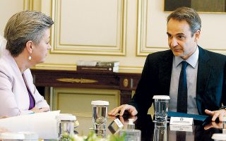 Ο πρωθυπουργός Κυριάκος Μητσοτάκης είχε χθες συνάντηση στο Μέγαρο Μαξίμου με την επίτροπο Εσωτερικών Υποθέσεων της Ευρωπαϊκής Ενωσης, Ιλβα Γιόχανσον.