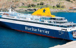 Το «Blue Star Mykonos» αγκυροβολημένο στο λιμάνι της Λήμνου.