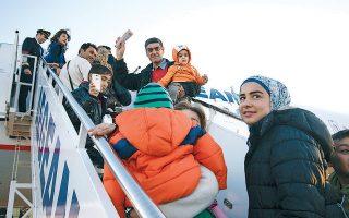 2.000 ευρώ θα λάβουν όσοι πρόσφυγες και μετανάστες, οι οποίοι βρίσκονται στα νησιά, καταθέσουν αίτημα εθελουσίας επιστροφής στην πατρίδα τους μέσα στις επόμενες είκοσι ημέρες.