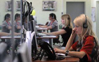 Για την επιτάχυνση των διαδικασιών, τόσο οι τράπεζες όσο και οι εταιρείες διαχείρισης έχουν στελεχώσει ειδικά τμήματα με call center, που πραγματοποιούν καθημερινά εκατοντάδες κλήσεις προς υποψήφιους πελάτες για ένταξη στα προγράμματα αναστολής δόσεων δανείων.