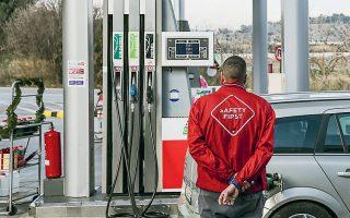 Η ζήτηση για βενζίνη τον Μάρτιο εκτιμάται ότι θα είναι μειωμένη κατά 30%, ενώ ο Απρίλιος, ελλείψει και της αναμενόμενης μετακίνησης λόγω Πάσχα, προβλέπεται ότι θα κλείσει με πτώση 60%.