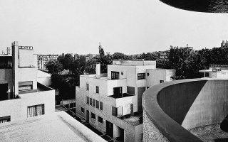 Στη φωτογραφία, κατοικίες στο Παρίσι (Robert Mallet-Stevens, 1926-1927).