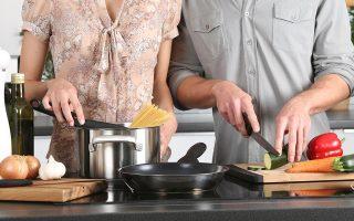Να δούμε τη μαγειρική όχι ως αγγαρεία, αλλά ως δημιουργική διέξοδο. Αυτό συμβουλεύουν αυτές τις μέρες μερικοί από τους σημαντικότερους σεφ του κόσμου.