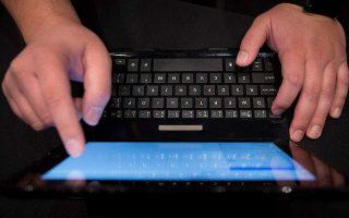 Το αίτημα για «πάγωμα» των δόσεων μπορεί να υποβληθεί τηλεφωνικά ή μέσω ηλεκτρονικού ταχυδρομείου, χωρίς δηλαδή την παρουσία στο κατάστημα.