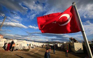Το θέμα αν η Τουρκία αποτελεί «τρίτη» χώρα, όσον αφορά την προστασία των προσφύγων, σχεδιάζει να εισαγάγει η ελληνική πλευρά στο τραπέζι των διαπραγματεύσεων, σε μια προσπάθεια να τεθεί σε νέα βάση το σύνολο του μεταναστευτικού. Στη φωτογραφία, καταυλισμός Σύρων προσφύγων στο Γκάζιαντεπ της Τουρκίας.