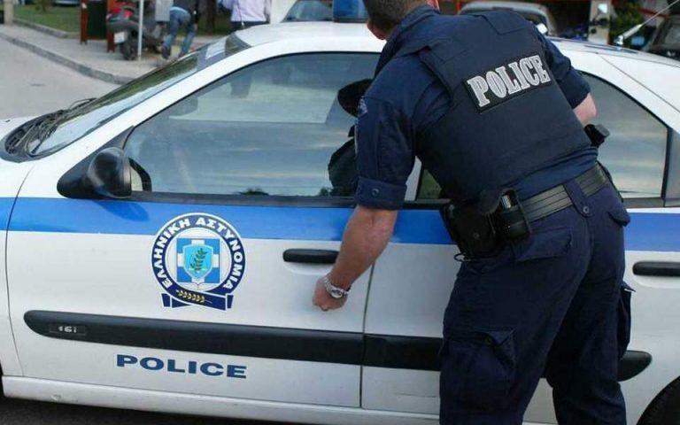 Συνελήφθη 26χρονος που έσπαγε καθρέφτες αυτοκινήτων φωνάζοντας ότι είναι θετικός στον κορωνοϊό