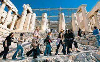 Το πρόβλημα στην παρούσα φάση επικεντρώνεται στην Αθήνα, η οποία γνωρίζει σημαντική άνοδο ως αυτόνομος προορισμός για city break, που όμως φαίνεται πως ανακόπτεται λόγω του ιού. REUTERS