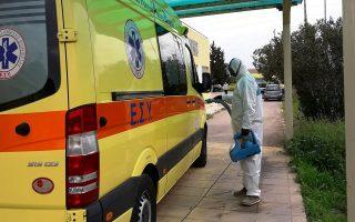 Συνεργείο κάνει απολύμανση στο χώρο που στεγάζεται το ΕΚΑΒ Ναυπλίου καθώς και στα ασθενοφόρα λόγω του κορονοϊού, Τετάρτη 25 Μαρτίου 2020.  ΑΠΕ-ΜΠΕ /ΑΠΕ-ΜΠΕ/ΜΠΟΥΓΙΩΤΗΣ ΕΥΑΓΓΕΛΟΣ