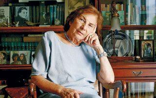 Σήμερα στις 12 το μεσημέρι από το Α΄ Νεκροταφείο Αθηνών γίνεται η κηδεία της Αλκης Ζέη, η οποία απεβίωσε σε ηλικία 97 ετών, αφήνοντας πλούσιο και πολύπτυχο λογοτεχνικό έργο. Δημιουργός μεγάλης πνοής και με σημαντικό έργο σε πολλά είδη, η Αλκη Ζέη έγραψε κοσμαγάπητα βιβλία για παιδιά και εφήβους (όπως το «Καπλάνι της Βιτρίνας» κ.ά.) αλλά και για ενήλικες (όπως την «Αρραβωνιαστικιά του Αχιλλέα») σε μια συνάντηση του προσωπικού στοιχείου με το πολιτικό, σε κλίμα διαρκούς αναζήτησης της αλήθειας.