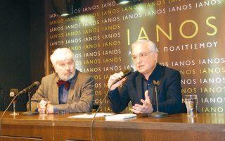 Ο Νίκος Βατόπουλος με τον συγγραφέα στην παρουσίαση.