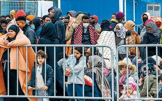 Σύμφωνα με τα στοιχεία του υπουργείου Μεταναστευτικής Πολιτικής για τις ροές, τον Φεβρουάριο είχαμε 2.072 αφίξεις έναντι 3.118 τον Ιανουάριο.