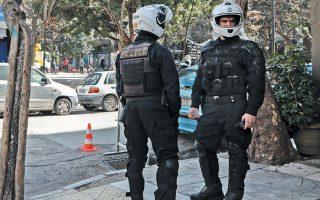Μέρος της αστυνομικής δύναμης θα παραμείνει σε εφεδρεία στο σπίτι, σύμφωνα με τα μοντέλα που εφαρμόζονται σε ΗΠΑ και Γαλλία.