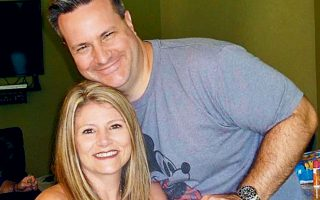 Ο 45χρονος δικηγόρος Μαρκ Φρίλοου με τη σύζυγό του Χέβεν.