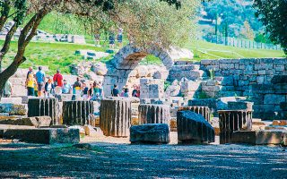 Δέκα «μνηστήρες» διεκδικούν το αναψυκτήριο της Αρχαίας Ολυμπίας. Από τους 15 διαγωνισμούς, οι τρεις ήταν τελικά άγονοι, αλλά οι θέσεις θα πληρωθούν με απευθείας αναθέσεις.