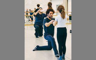 Στιγμιότυπο από το εκπαιδευτικό εργαστήριο «Μπαμπά χορεύουμε;» της ΕΛΣ.