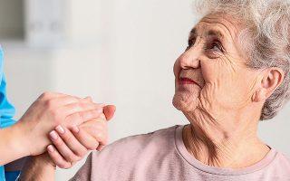 Οσο οι νέοι, παραγωγικοί άνθρωποι μπορούν να φροντίσουν τους ηλικιωμένους σε φυσικό επίπεδο, παρέχοντας στέγη, τροφή και περίθαλψη, άλλο τόσο και οι ηλικιωμένοι μπορούν να φροντίσουν τους νέους συναισθηματικά και ηθικά. Οι άνθρωποι με τα πολλά βιώματα είναι πλούτος.