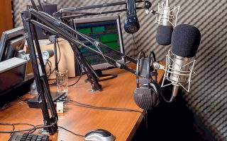 Ραδιόφωνο, το πιο «θερμό» μέσο, στο οποίο πολλοί καταφεύγουμε όλες τις ώρες της ημέρας και της νύχτας.