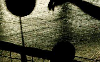 Στη σκιά του κορωνοϊού μπήκε και το βόλεϊ, με αναβολές, κλείσιμο των θυρών και άλλα μέτρα προστασίας.