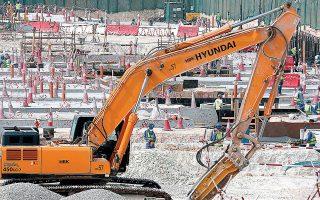 Οι εργάτες δηλώνουν ότι η δουλειά συνεχίζεται κανονικά, καθώς οι οικοδομικές εργασίες προχωρούν με ανελέητο ρυθμό στα εργοτάξια.