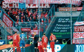 Οπαδοί της Μπάγερν ξεδίπλωσαν υβριστικό πανό κατά του ιδιοκτήτη της γηπεδούχου Χόφενχαϊμ, με τη βαυαρική ομάδα να αντιδρά.