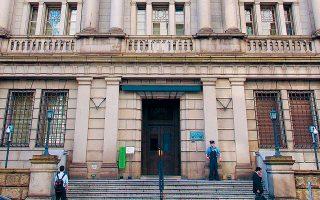 Η Τράπεζα της Ιαπωνίας έδωσε δείγμα των προθέσεών της με την αγορά κρατικών ομολόγων 4,6 δισ. δολ. για να διασφαλίσει ρευστότητα στην αγορά.