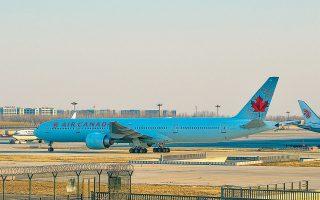 Οι αεροπορικές εταιρείες Air Canada, Scandinavian Airlines και Norwegian Air ανακοίνωσαν ότι θα προχωρήσουν συνολικά σε 20.000 απολύσεις και η Singapore Airlines δήλωσε προχθές ότι θα θέσει σε διαθεσιμότητα έως και 10.000 υπαλλήλους.