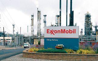 Η ExxonMobil δεσμεύεται να μειώσει έως το 2020 κατά 15% τις εκπομπές σε μεθάνιο, το οποίο πιθανώς οξύνει το φαινόμενο του θερμοκηπίου, και κατά 25% τα υπολείμματα από την καύση φυσικού αερίου.