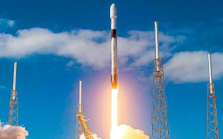 Το πρώτο ταξίδι της Axiom, η οποία συνεργάζεται με την αεροδιαστημική βιομηχανία SpaceX, θα διεξαχθεί στο τέλος του 2021 και θα προσφέρει τρεις θέσεις σε ενδιαφερόμενους τουρίστες.