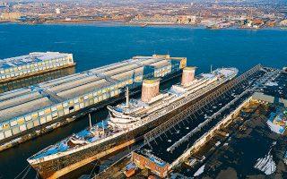 Το τεραστίων διαστάσεων πλοίο (μήκους 301 μέτρων) είχε κάνει το παρθενικό του ταξίδι το 1952 και αποτελούσε σύμβολο της μηχανολογικής και οικονομικής δύναμης των ΗΠΑ. Στο πρώτο υπερατλαντικό ταξίδι από τη Νέα Υόρκη στο Λονδίνο, το «SS United States» κατέρριψε το ρεκόρ ταχύτητας.