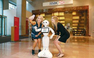 Αξιοποιώντας την τεχνητή νοημοσύνη ή άλλες τεχνολογίες, προκειμένου να χτίσουν προσωπικές σχέσεις με τους πελάτες τους, οι μεγάλες τράπεζες θα μπορούσαν να αυξήσουν σταδιακά τα έσοδά τους κατά 9% κατά μέσον όρο, σύμφωνα με τους υπολογισμούς της Accenture.