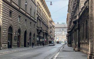 Η ιταλική οικονομία αναμένεται να δεχθεί βαρύ πλήγμα, καθώς η οικονομία πολλών περιοχών εξαρτάται σε μεγάλο βαθμό από τις αγορές ειδών πολυτελείας και υψηλής ραπτικής που κάνουν οι τουρίστες.
