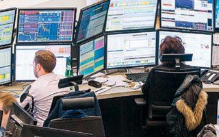 Ο δείκτης FTSE 100 του Λονδίνου έκλεισε χθες με απώλειες 1,62%.