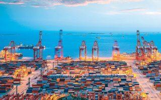 Το μεγαλύτερο λιμάνι στον κόσμο, η πολύβουη Σαγκάη, κατέγραψε τον Φεβρουάριο μείωση των μεταφορών εμπορευματοκιβωτίων κατά 20% σε σύγκριση με την αντίστοιχη περίοδο του περασμένου έτους.