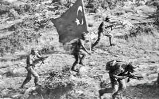 Η στάση των κρατών-μελών του ΝΑΤΟ μετά την εισβολή των τουρκικών στρατευμάτων στην Κύπρο στις 20 Ιουλίου 1974 (φωτ.), που ολοκληρώθηκε με τον «Αττίλα ΙΙ», οδήγησε την Αθήνα στην απόφαση να αποσύρει τις ελληνικές ένοπλες δυνάμεις από το στρατιωτικό σκέλος της Συμμαχίας.
