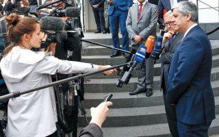 O πρόεδρος του Eurogroup, Μ. Σεντένο, υποστήριξε ότι οι δημοσιονομικοί κανόνες επιτρέπουν ευελιξία σε περίπτωση «ασυνήθιστων γεγονότων, πέρα από τον έλεγχο της κυβέρνησης» και πως «επιτρέπεται μια προσωρινή απόκλιση από την πορεία προσαρμογής, με διατήρηση της δημοσιονομικής σταθερότητας».